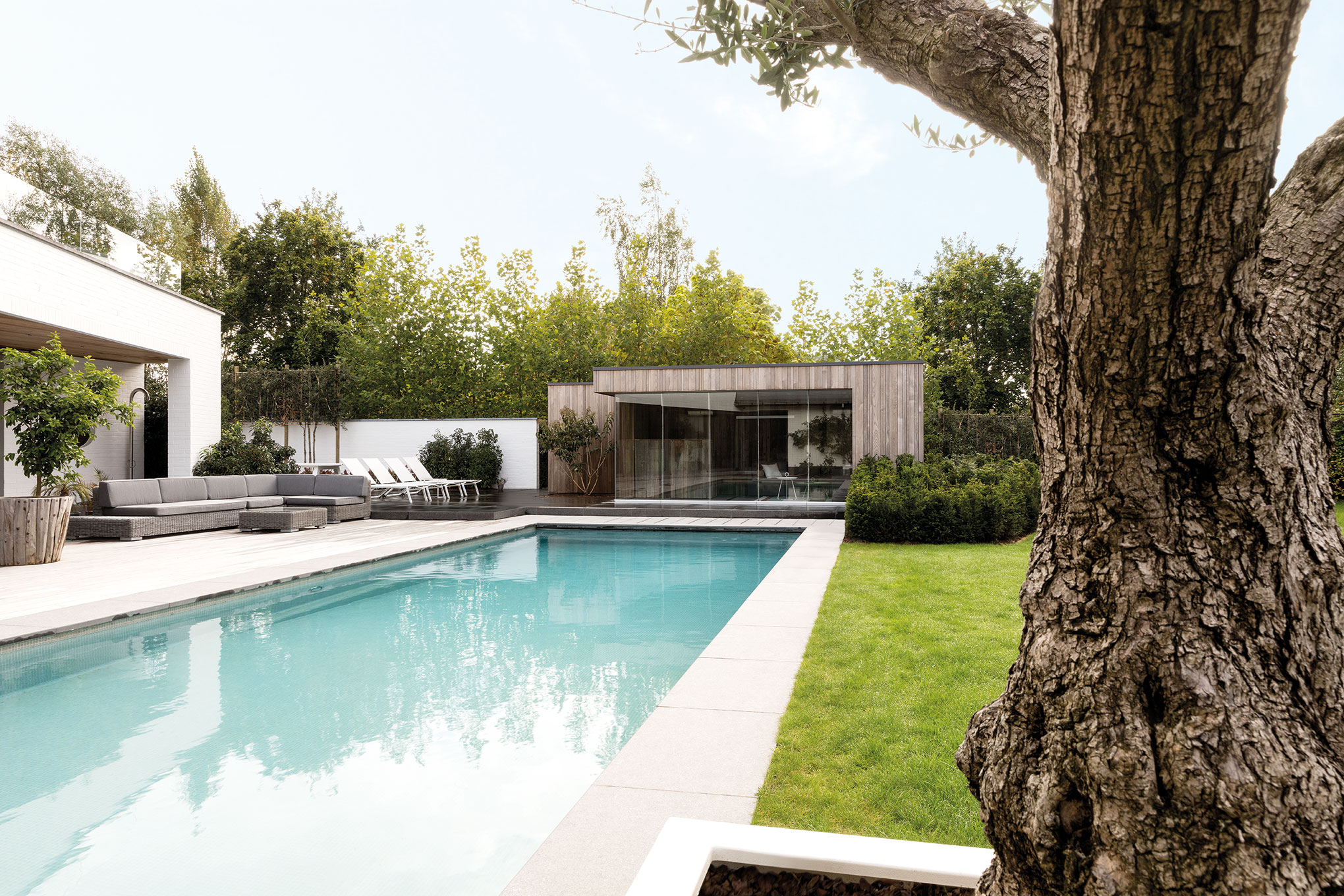 moderne poolhouse in hotwood essen te zwijnaarde livinlodge. Black Bedroom Furniture Sets. Home Design Ideas