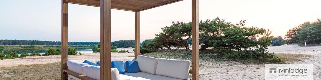Lounge met lamellendak van Livinlodge