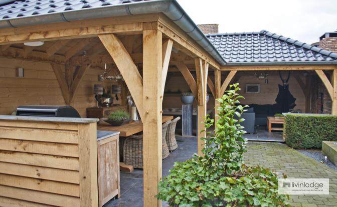 Eiken bijgebouw te Etten-Leur, Nederland