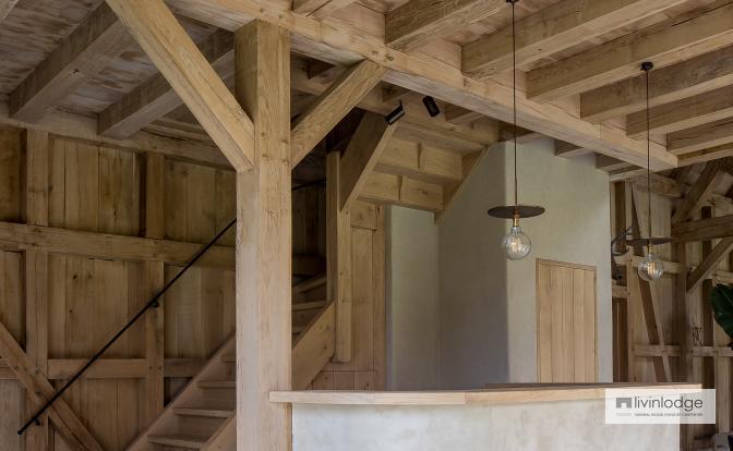 Eiken aanbouw met zolderverdieping