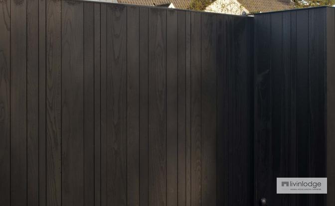 Verticale poortbekleding met zwarte afwerking | Livinlodge