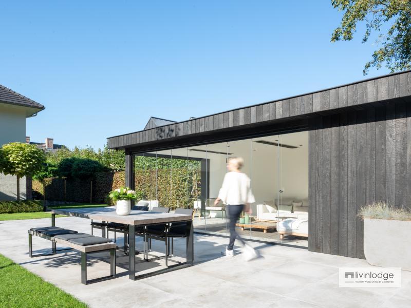 Modern bijgebouw in zwart gebrand hout te Keerbergen