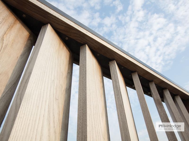 Moderne houten shutters als terrasafscheiding te Meulebeke | Houten shutters op maat