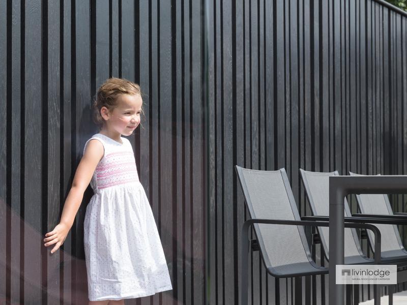 Moderne poolhouse met tuinwand te Tielt | Houten bijgebouwen op maat