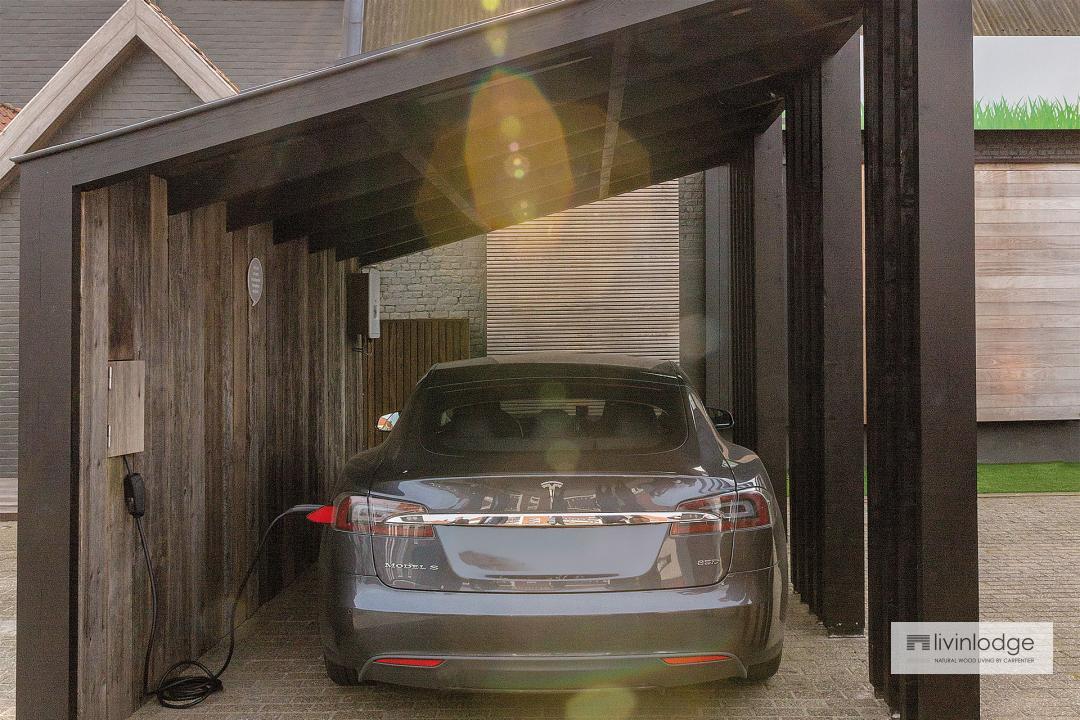 Moderne carport met zonnepanelen